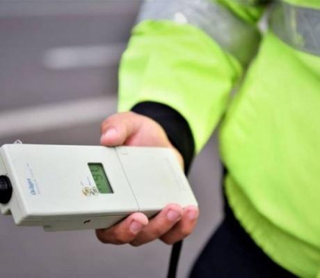 Un gălățean băut și fără permis de conducere a refuzat să oprească la semnalele polițiștilor